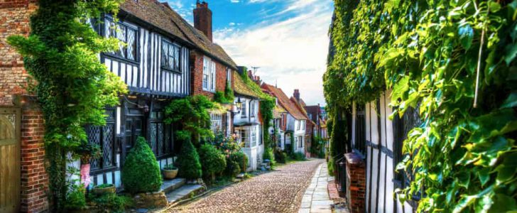 england-vs-usa-real-estate